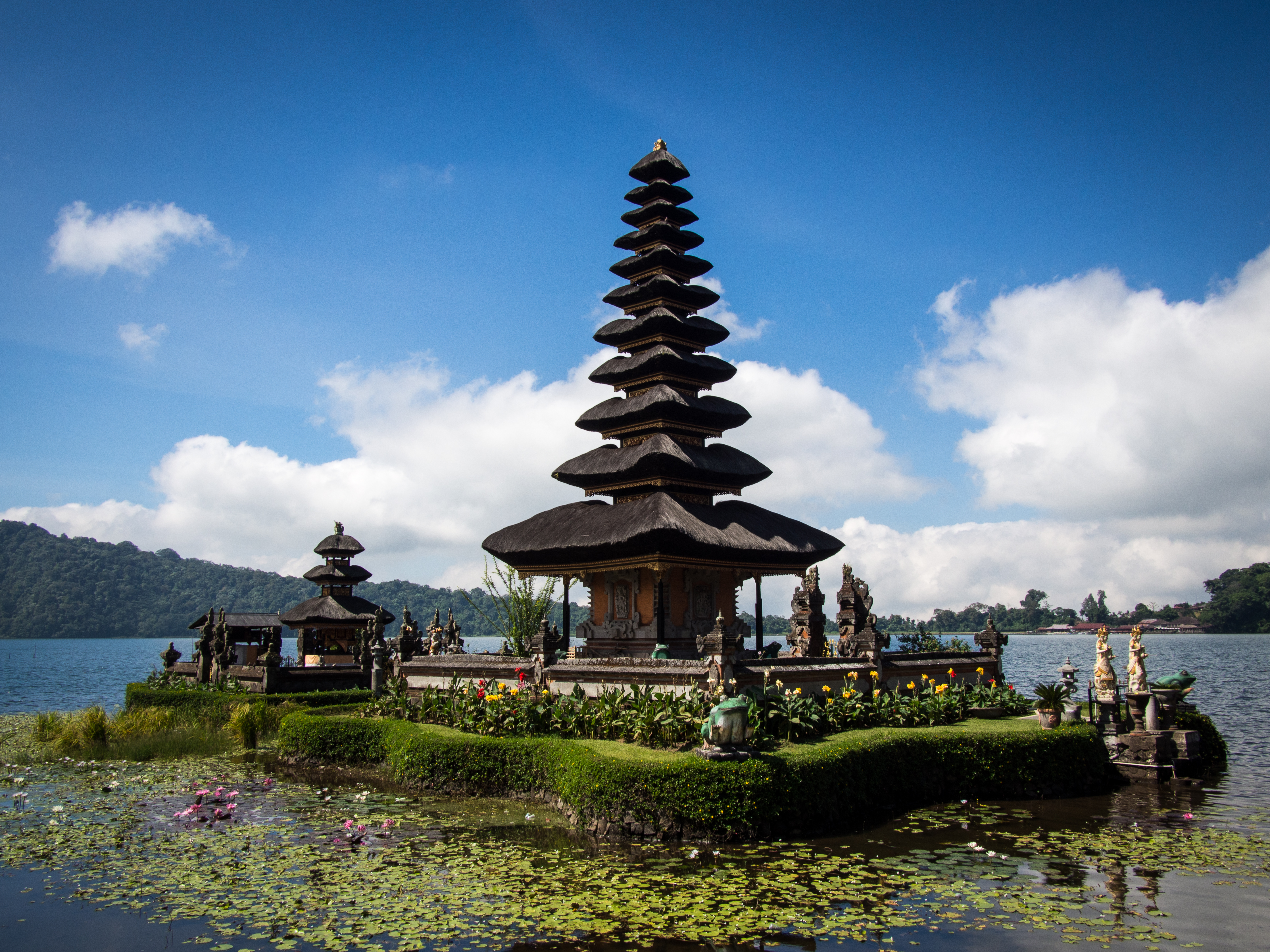 asia and tourism Asia, arrivals, tourist, tourism, report, receipts, international, visitors, airports, accommodation, food and drink, entertainment, shopping, services and goods.